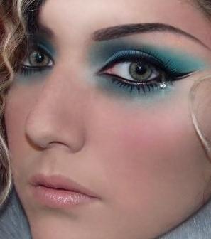 новогодний макияж для серо-голубых глаз