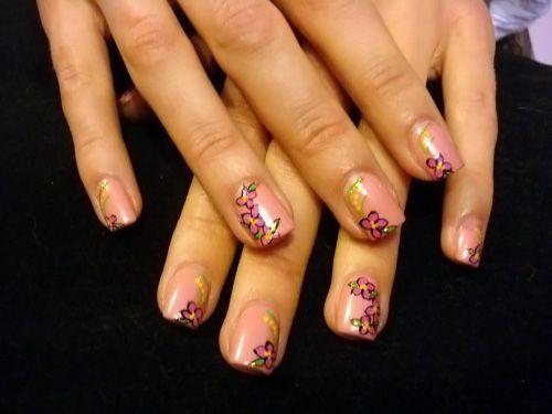 интересные рисунки на коротких ногтях