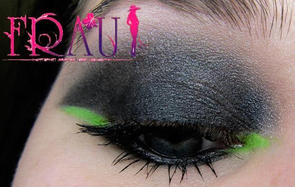 Вечерний макияж на голубые глаза на выходе