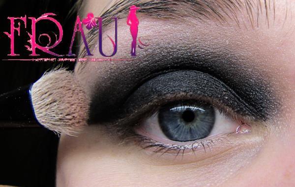 Голубые глаза добавляем дымчатого эффекта