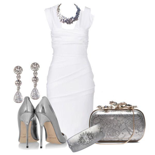 носим белое платье с аксессуарами под металл