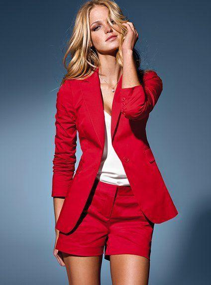 яркие красные шорты для шикарного образа
