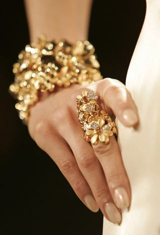 золотые украшения всегда в моде