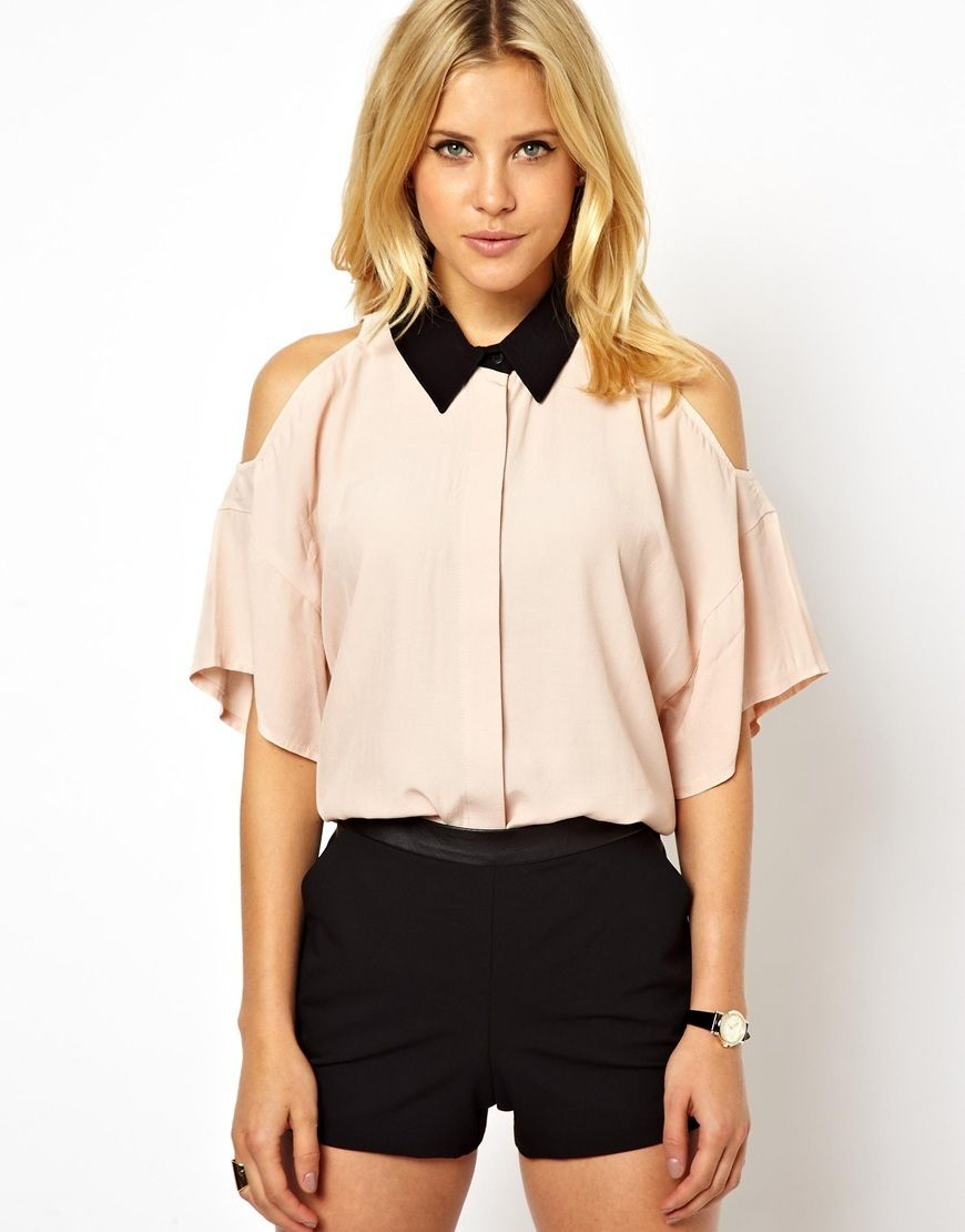 Модная блузка с контрастным воротником