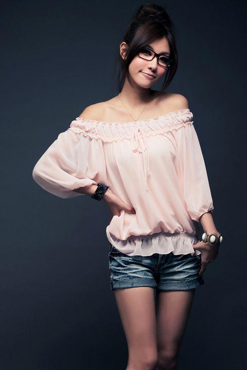 модная блуза с открытыми плечами