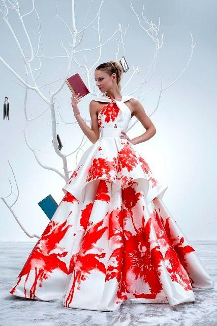 габаритные цветы ввиде узора на платье