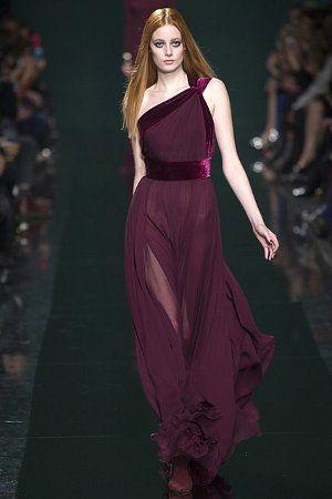 модное платье в стиле ассеметрии