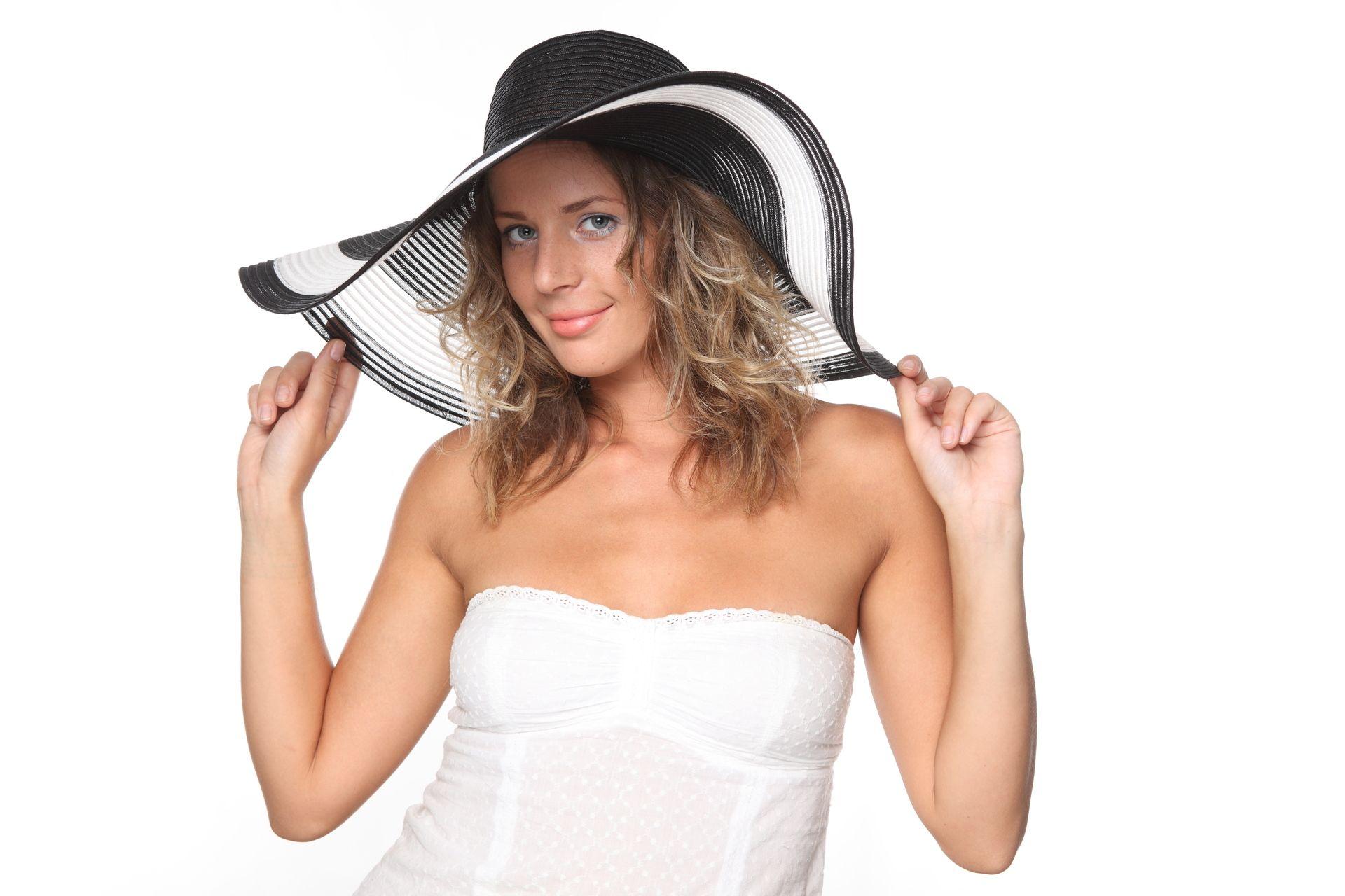 Модное белое платье для наступающего сезона