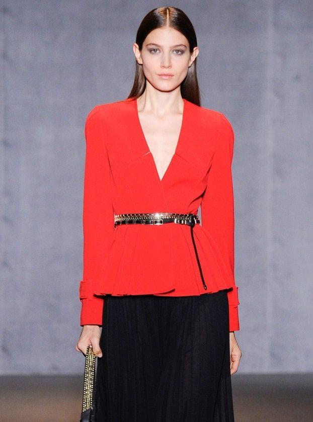 Стильный красный приталенный пиджак