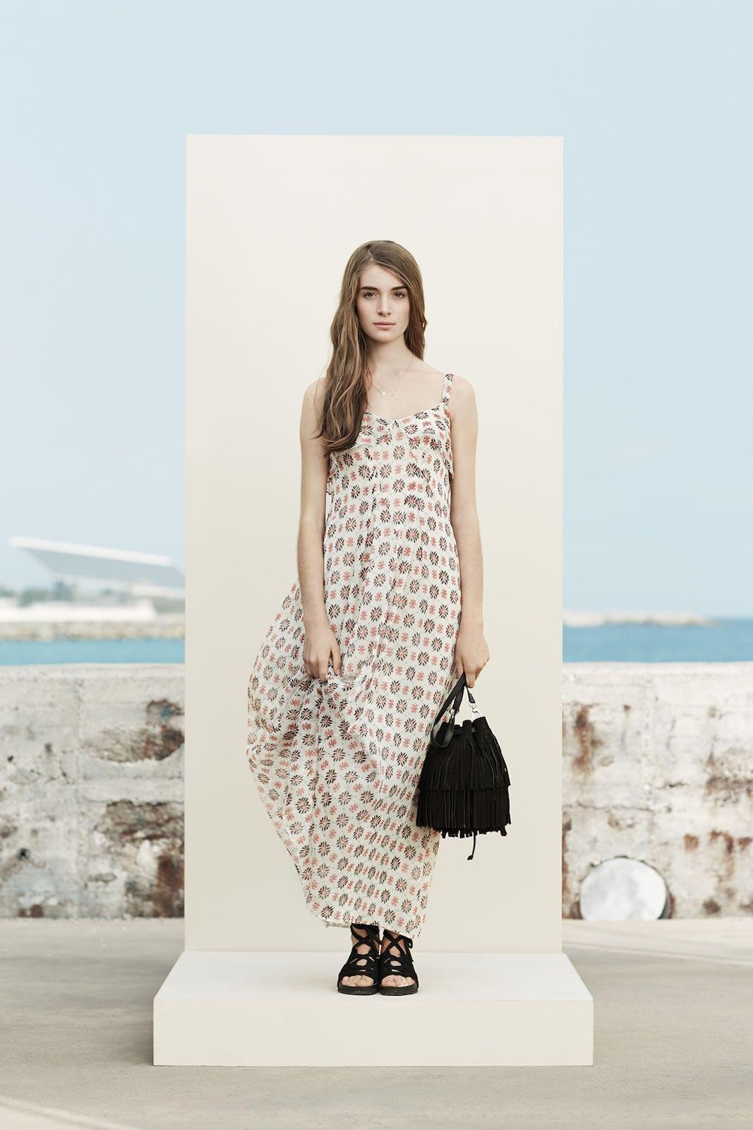 Манго и просторные платья для девушек