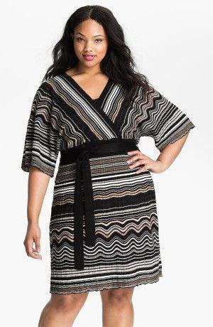 Модные платья с расширенными рукавами