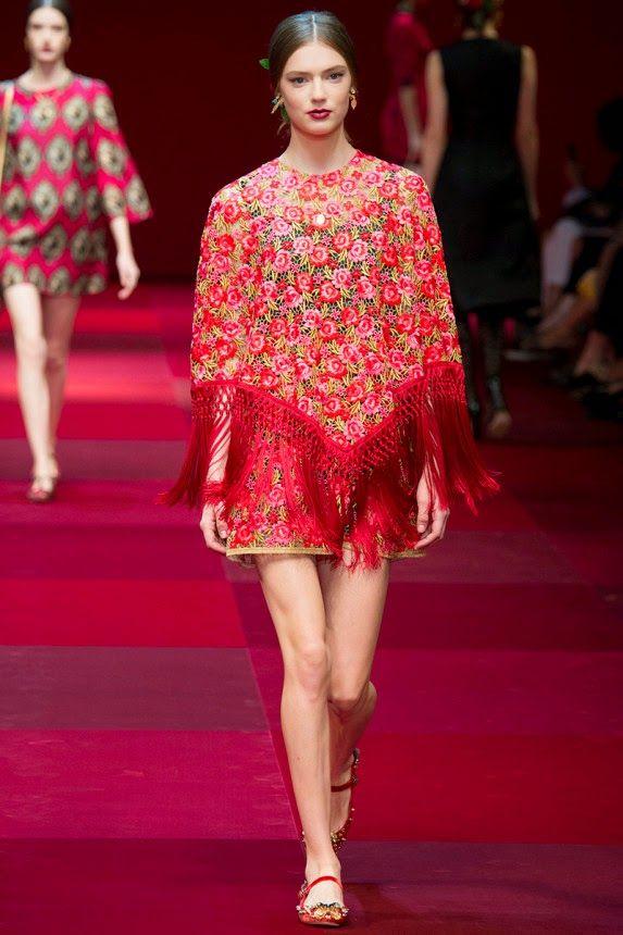 Платье с накидкой и цветочным принтом