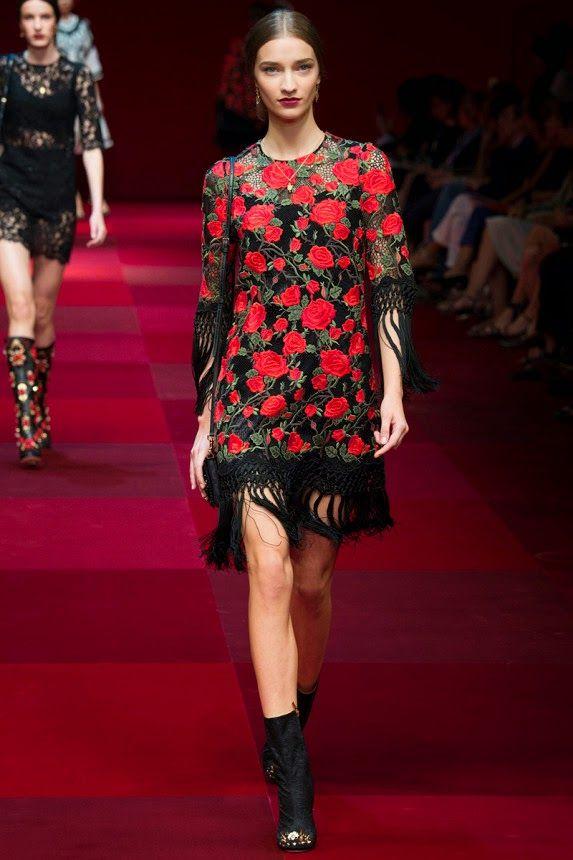 Цветочный принт на стильном платье