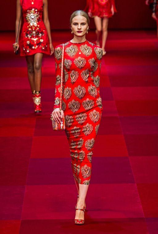 Изящным и молоденьким девушкам непременно придутся по вкусу короткие платья из коллекции Dolce & Gabbana