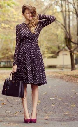 Модное офисное платье в горошек