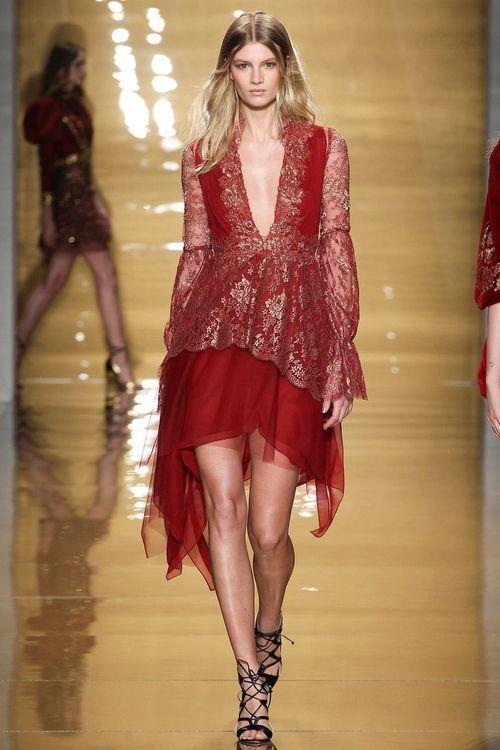 Короткое модное вечернее платье