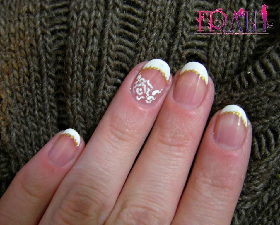рисуем розочку на безымянном пальце