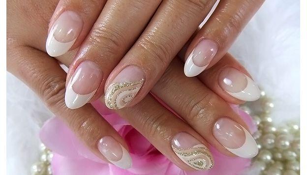 Свадебный маникюр на ногти миндалевидной формы