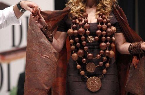 шоколадные вещи вновь в моде