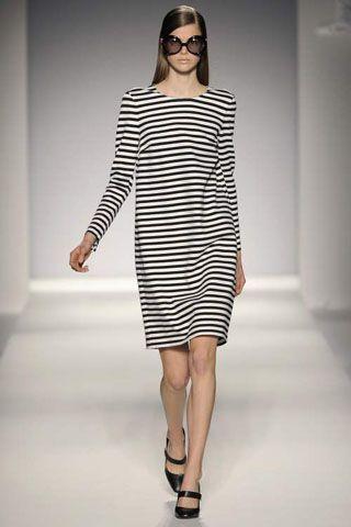 летние платья модные в полоску
