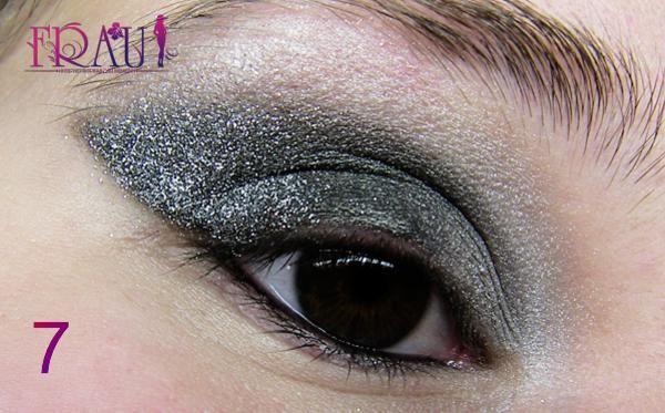 наносим блестки при макияже карих глаз