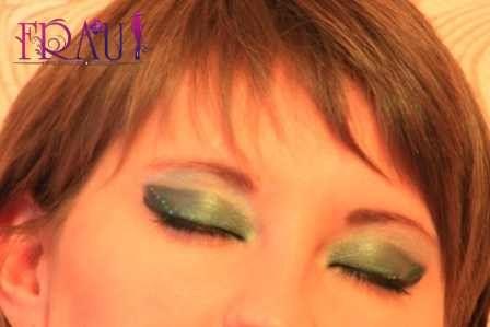 завершение макияжа для зеленых глаз близко