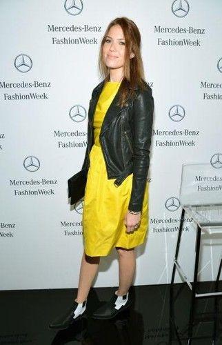 Mandy Moore и стильная байкерская куртка