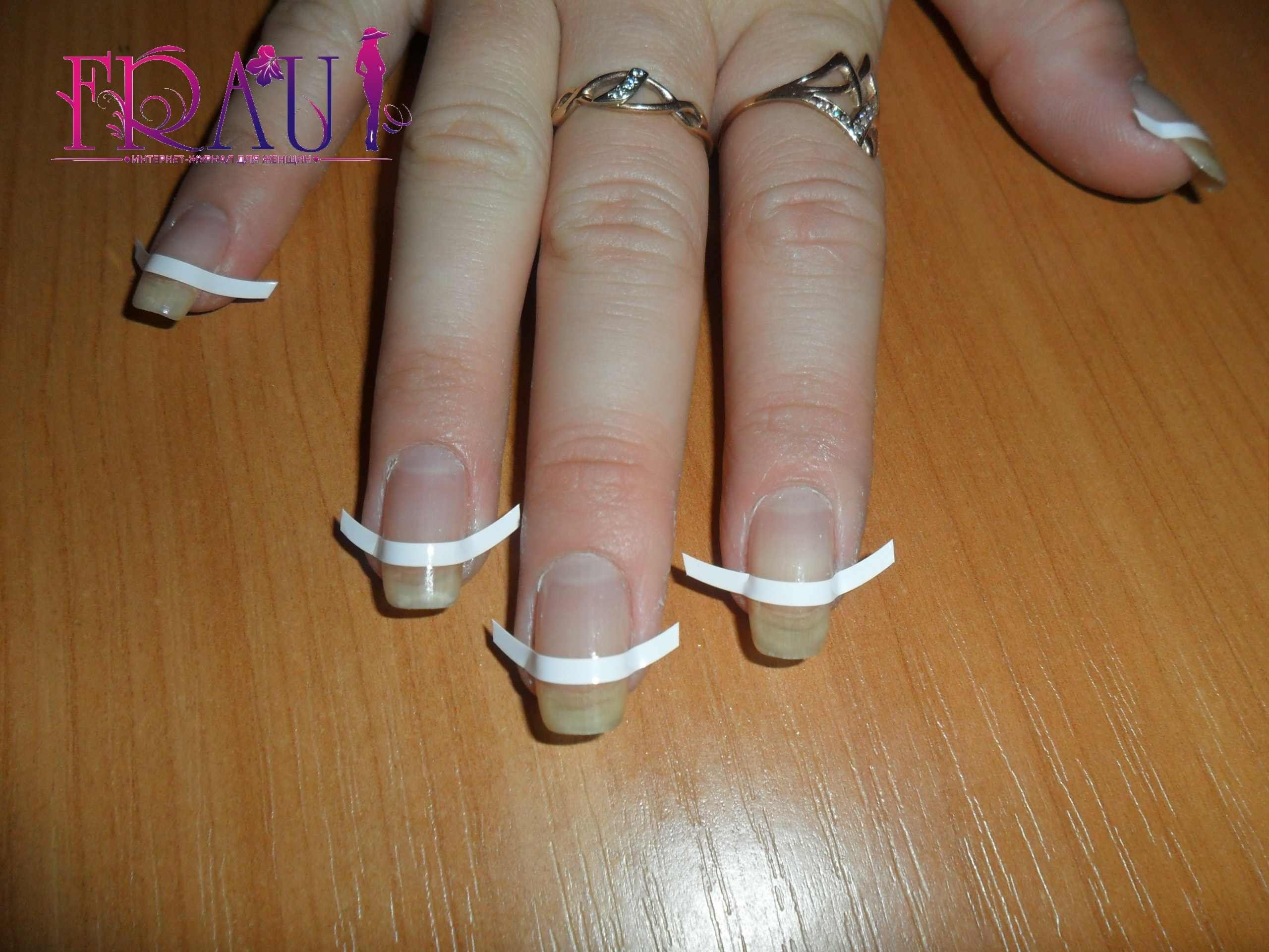 клеим защитные полоски на ногти