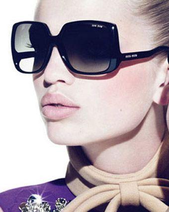 темные солнцезащитные квадратные очки