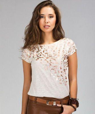 модная летня футболка