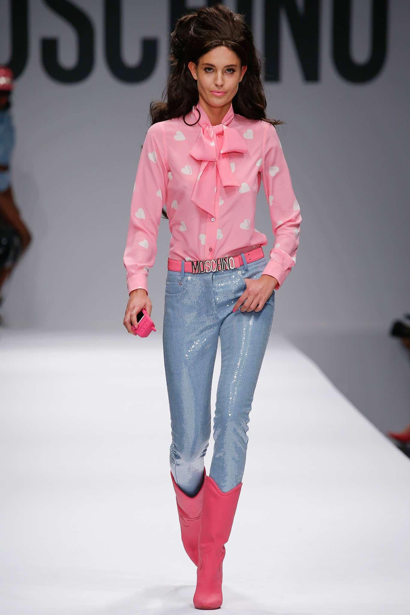 Розовая блуза с бантом