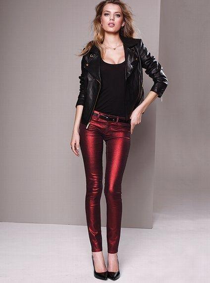 Узкие яркие джинсы для смелых женщин