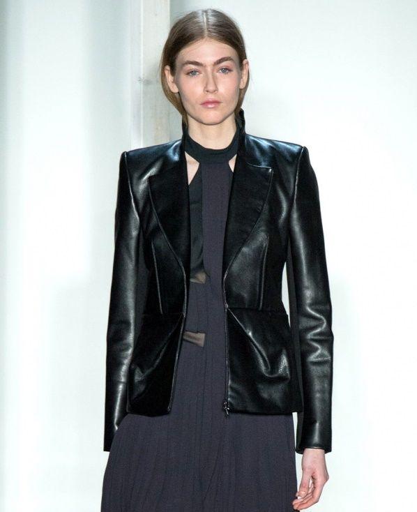Элегантный женский кожаный пиджак