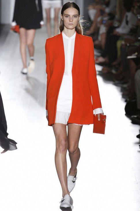 Красный длинный пиджак стань модной
