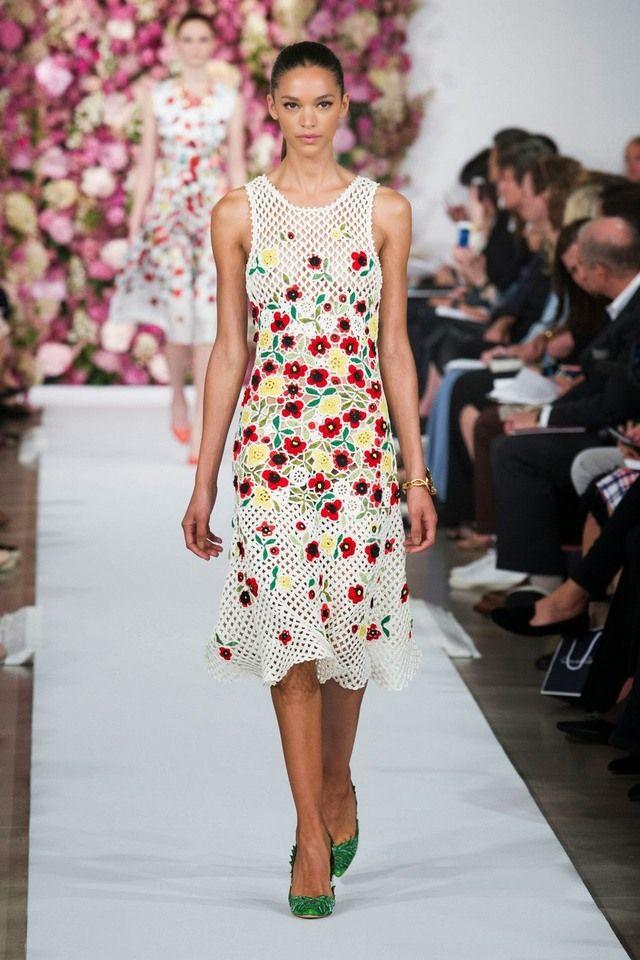 Модный сарафан с цветочным принтом