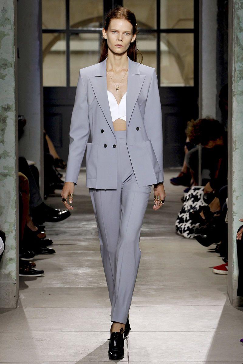 Деловой стиль и брюки с завышенной талией
