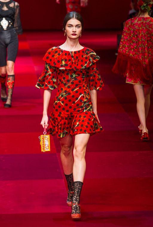 Легкое и стильное платье в горошек от дольче габбана