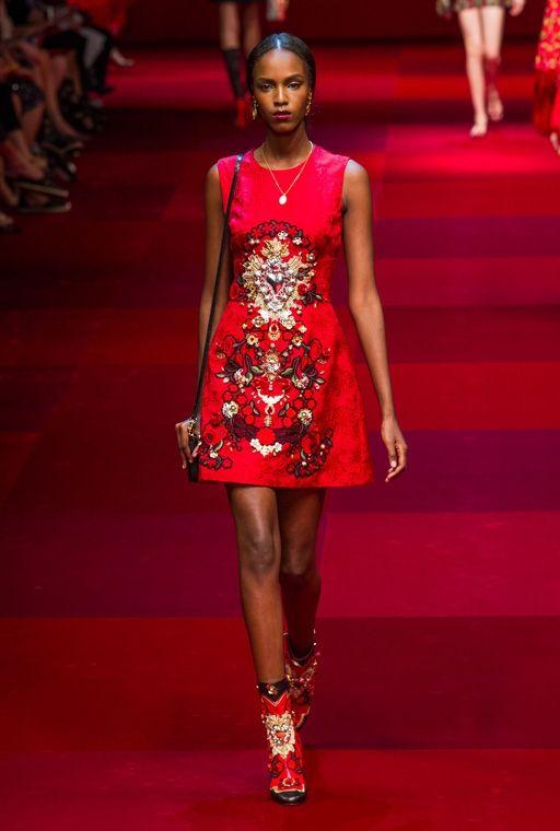 Модные короткие платья для девушек