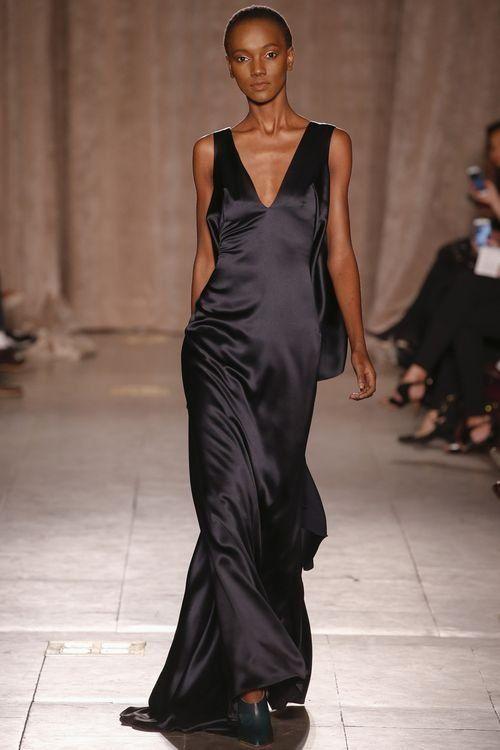 Черное вечернее платье для женщин увереных в себе