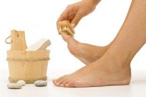 Как удалить мозоли на ногах, лечение народными средствами