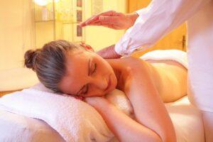 В чем польза корректирующего массажа?