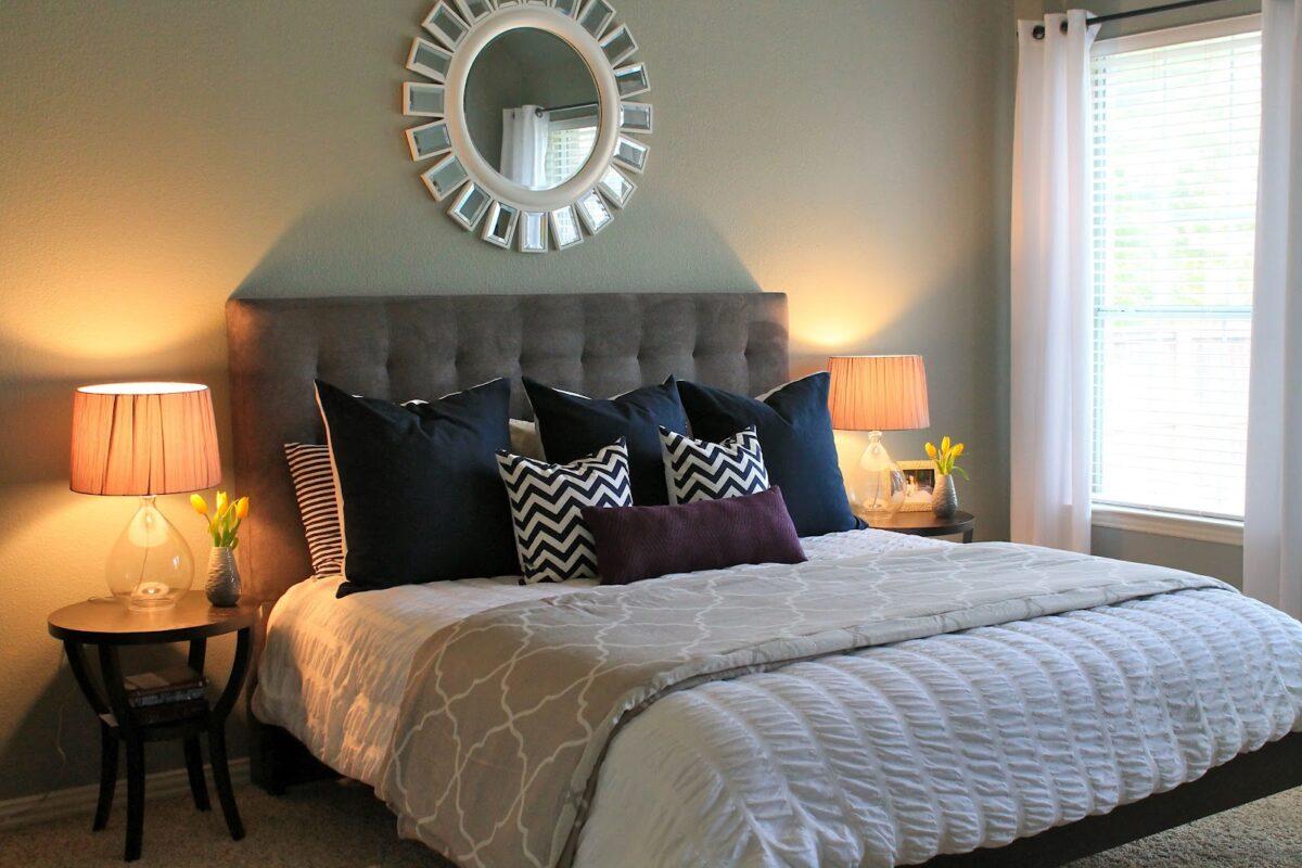 Создаем насыщенный яркий интерьер спальни
