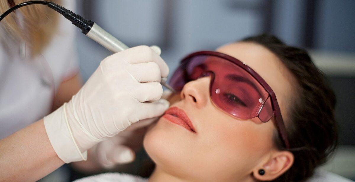 Процедура лазерного омоложения кожи: важные нюансы