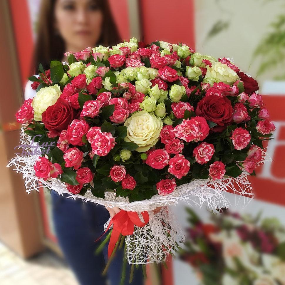 Доставка цветов для свидания, розы или желтые тюльпаны.